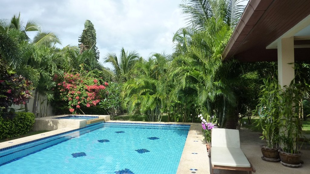 Beautiful Villa with mature garden & pool area