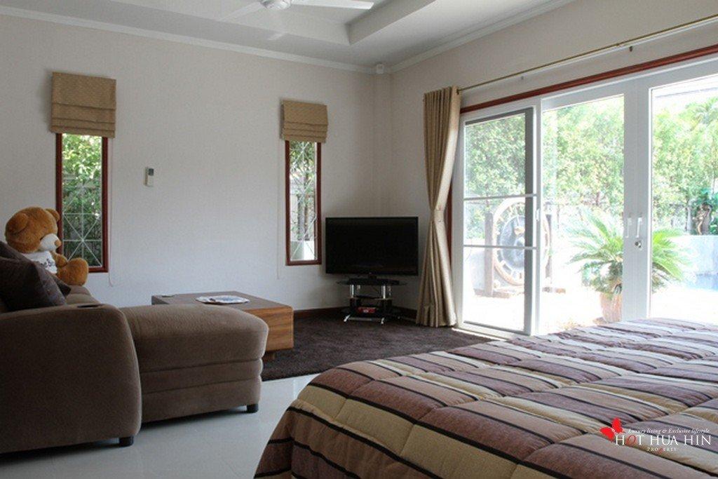 2nd bedroom (3)