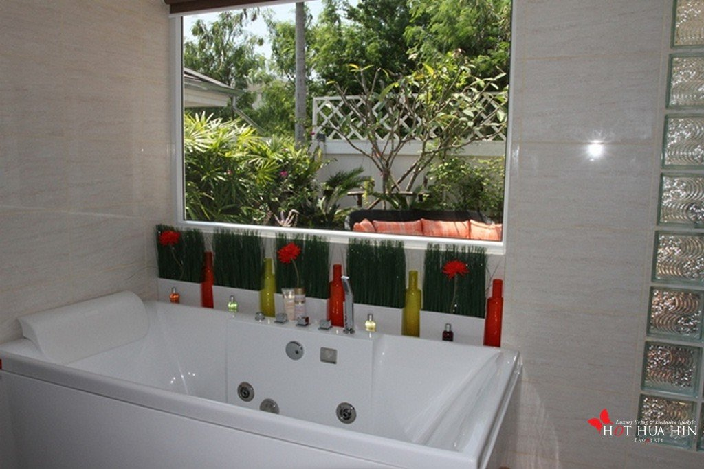 jacuzzi bath master bedroom