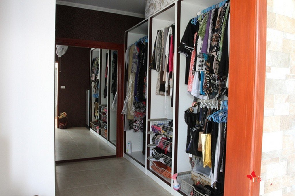 master walk-in wardrobe