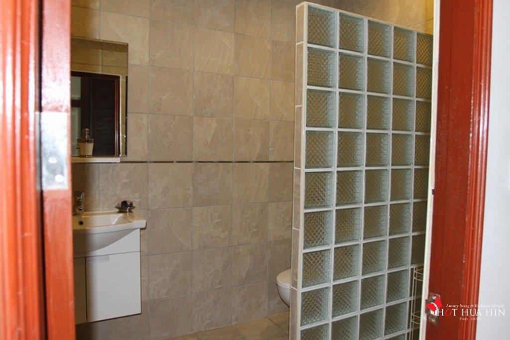 shower room 3rd bedroom