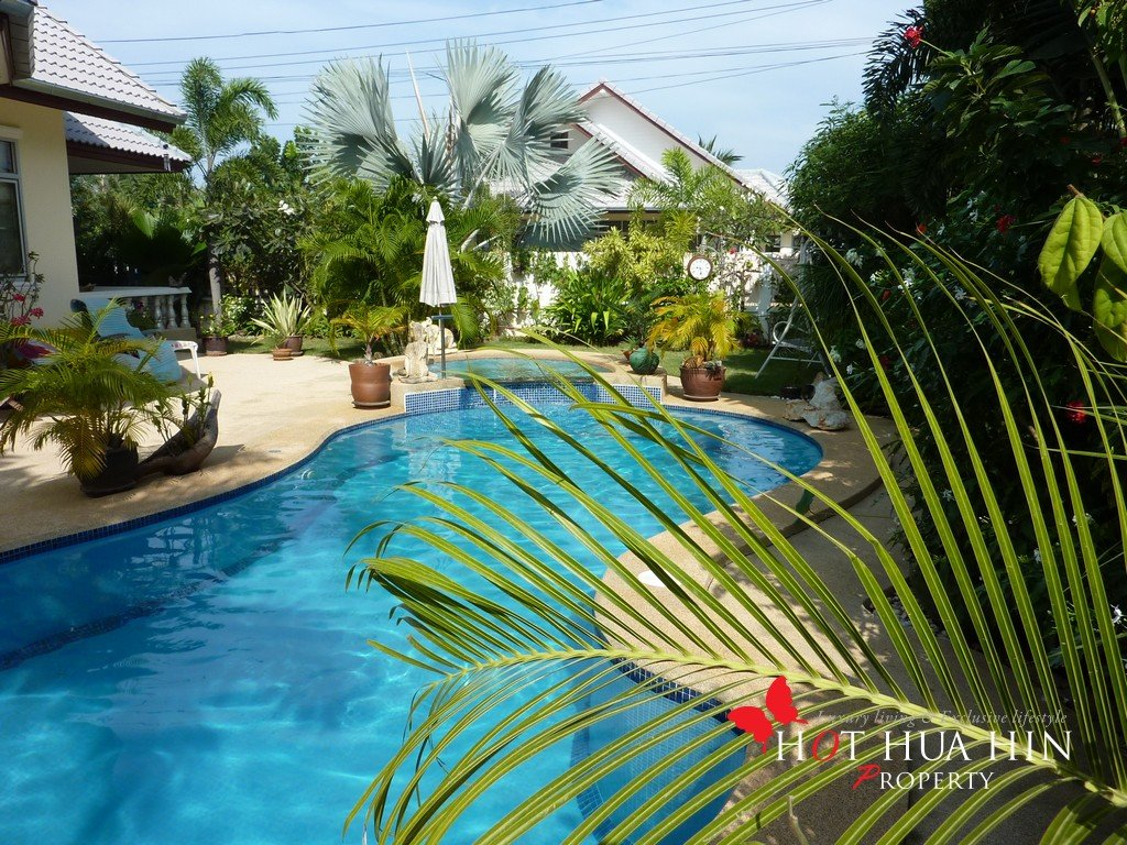 Garden pool paradise close to town and the beach hua hin for Garden city pool 2015