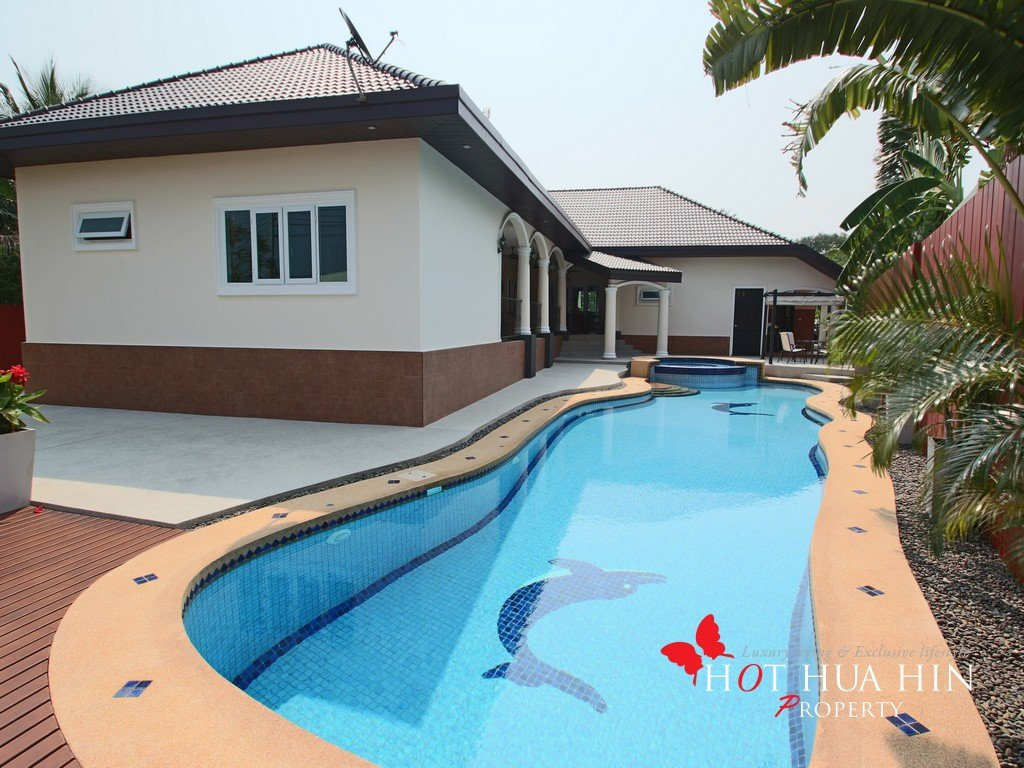 Completely remodeled Immaculate private pool villa in desirable south end