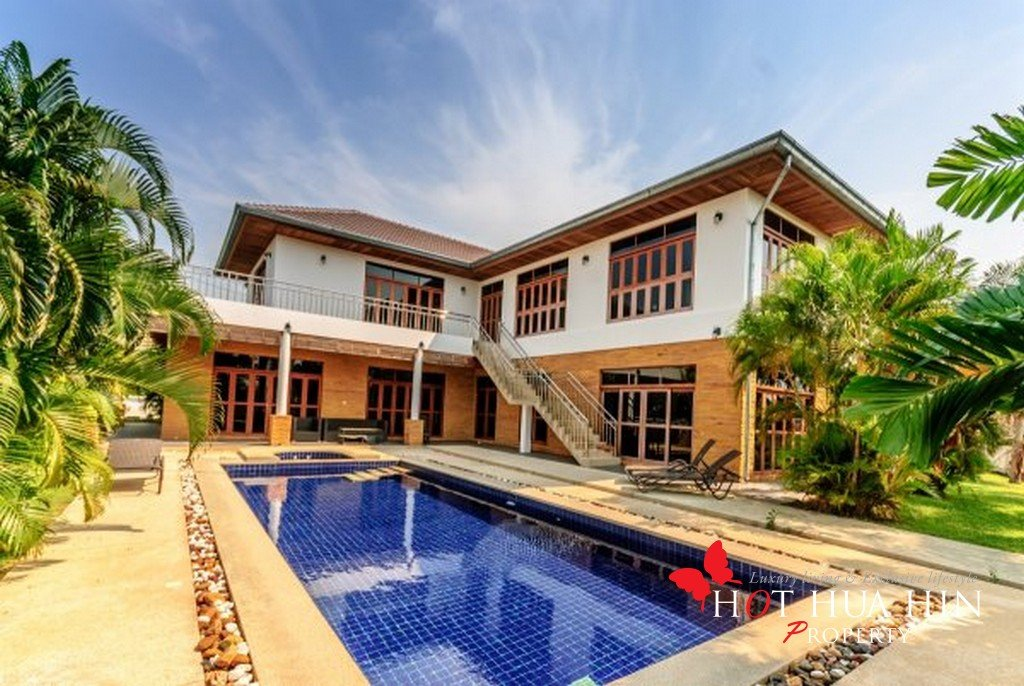 Large home with pool near golf course