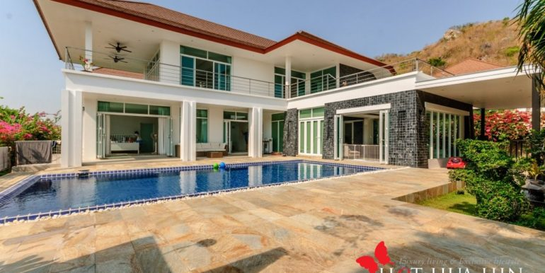Stylish Home Available With Sea View