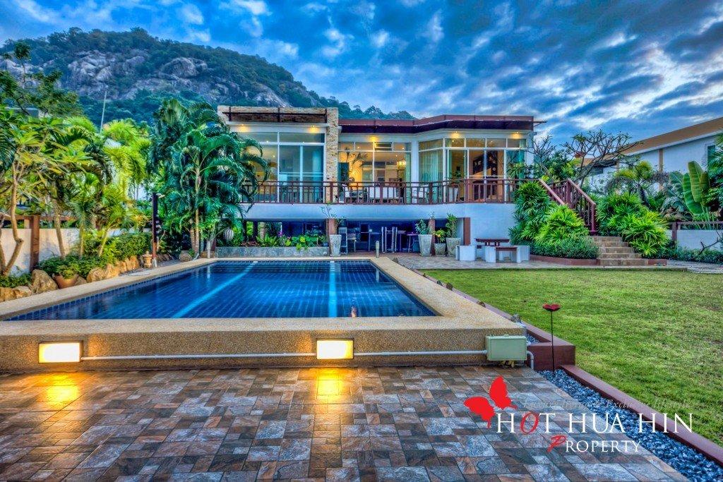 Rare Royal Lakefront house minutes walking to Had Sai Noi Beach