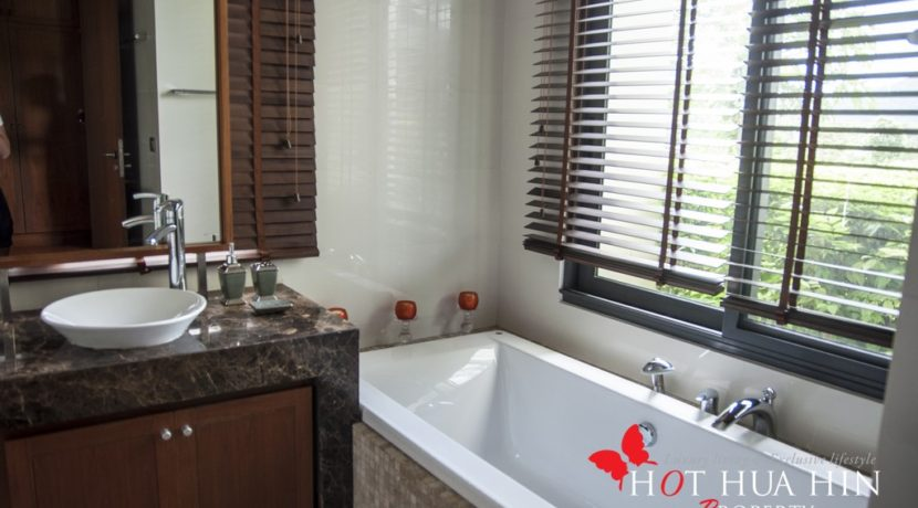 Rare Golf Course House With Amazing Views - Bathroom