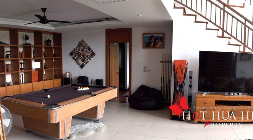Rare Golf Course House With Amazing Views - LivingRoom3
