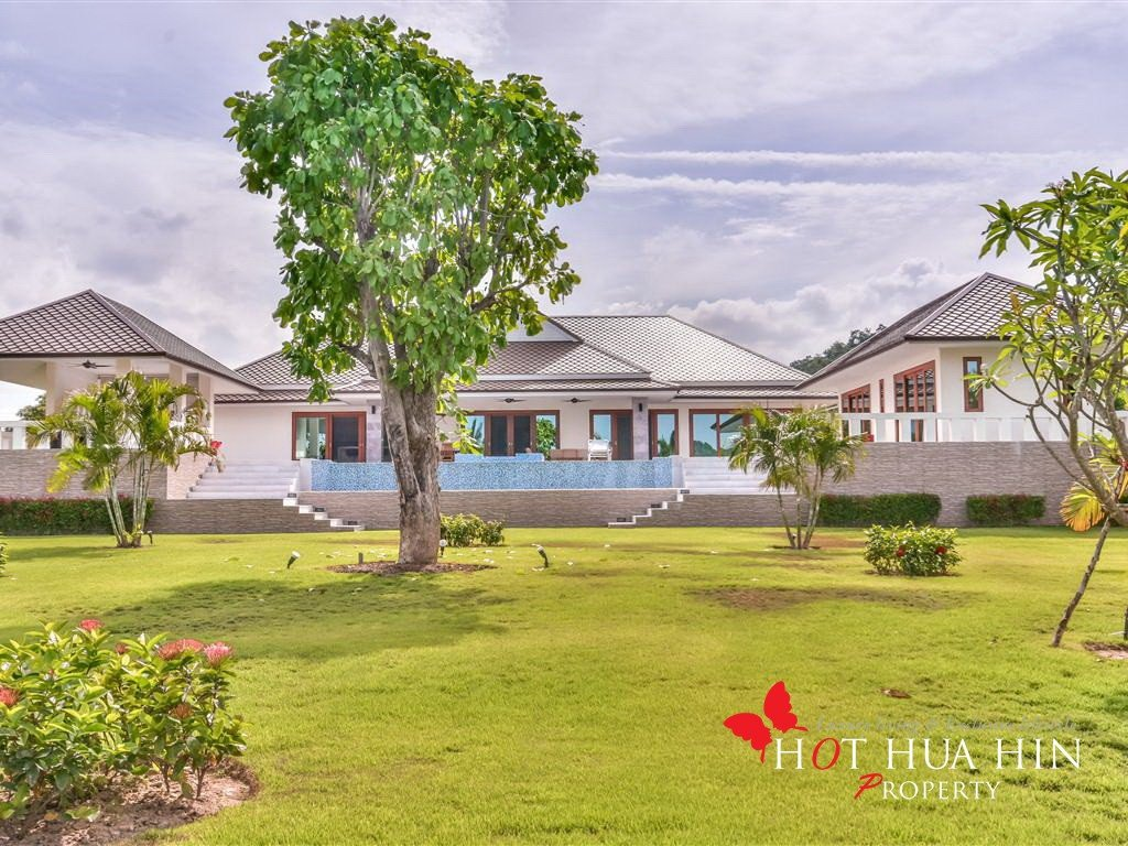 Brand New Pool Villa on Very Large Land Plot, Great Family Home For Entertaining