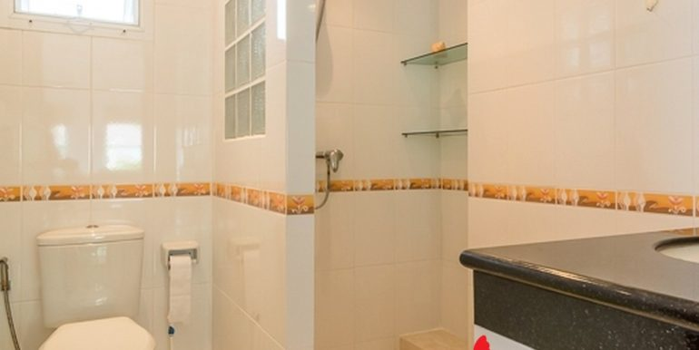 16_Shared Bathroom_SmartHouseValley_600x400_50