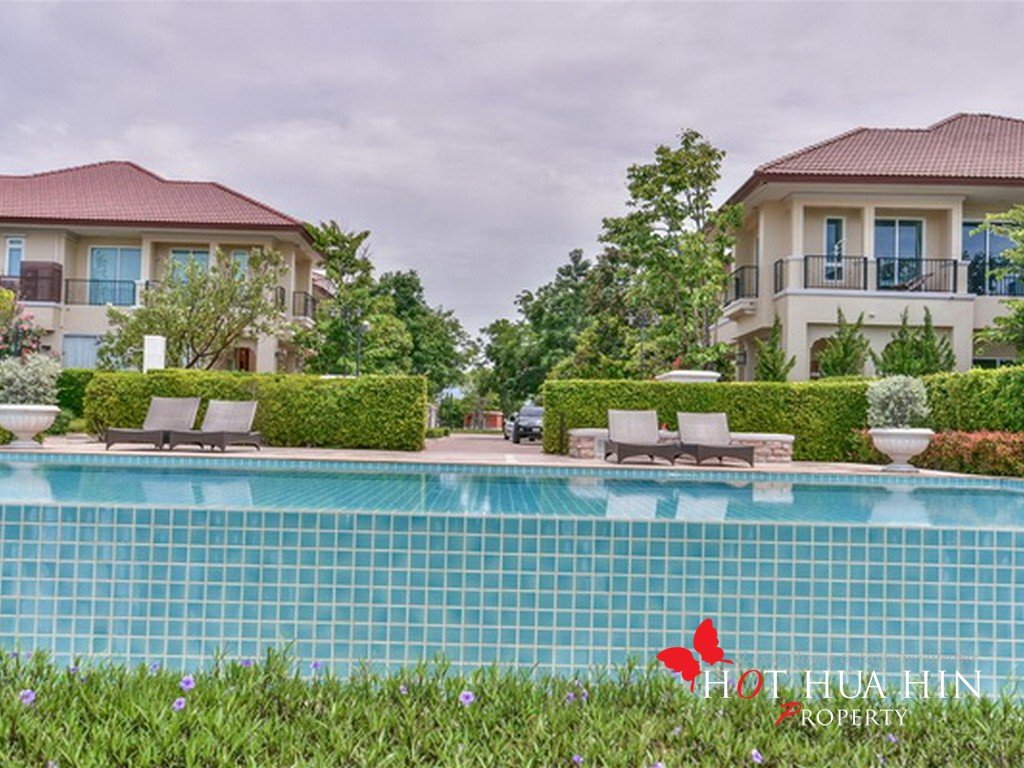 Stately Executive Villa, Footsteps To The Beach - Hua Hin Real Estate