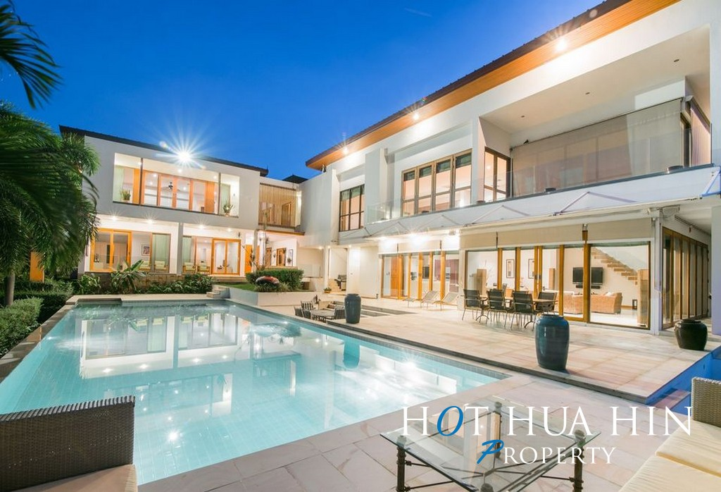 Luxurious 5 Bedroom Golf Course Mansion