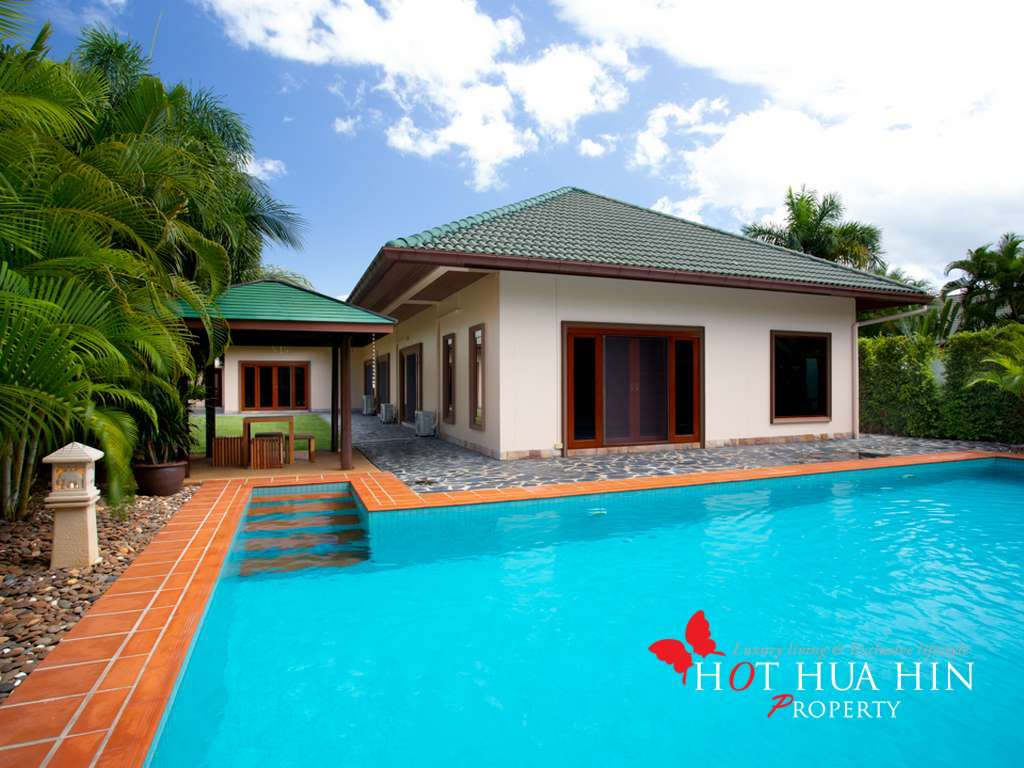Perfectly Maintained Beautiful 4 Bedroom 4 Bath Pool Villa