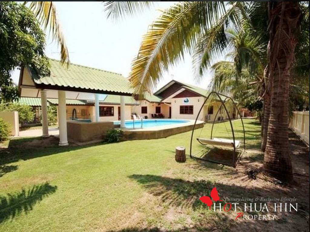 Four Bedroom Pool Villa with Separate Guest House