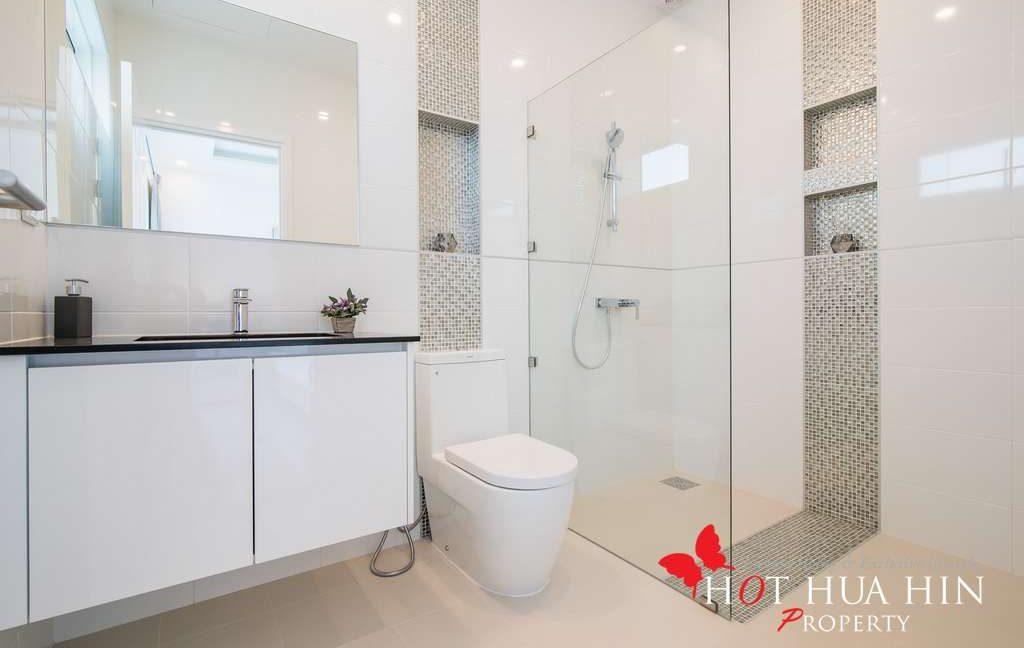FH P310 Bahtroom 2