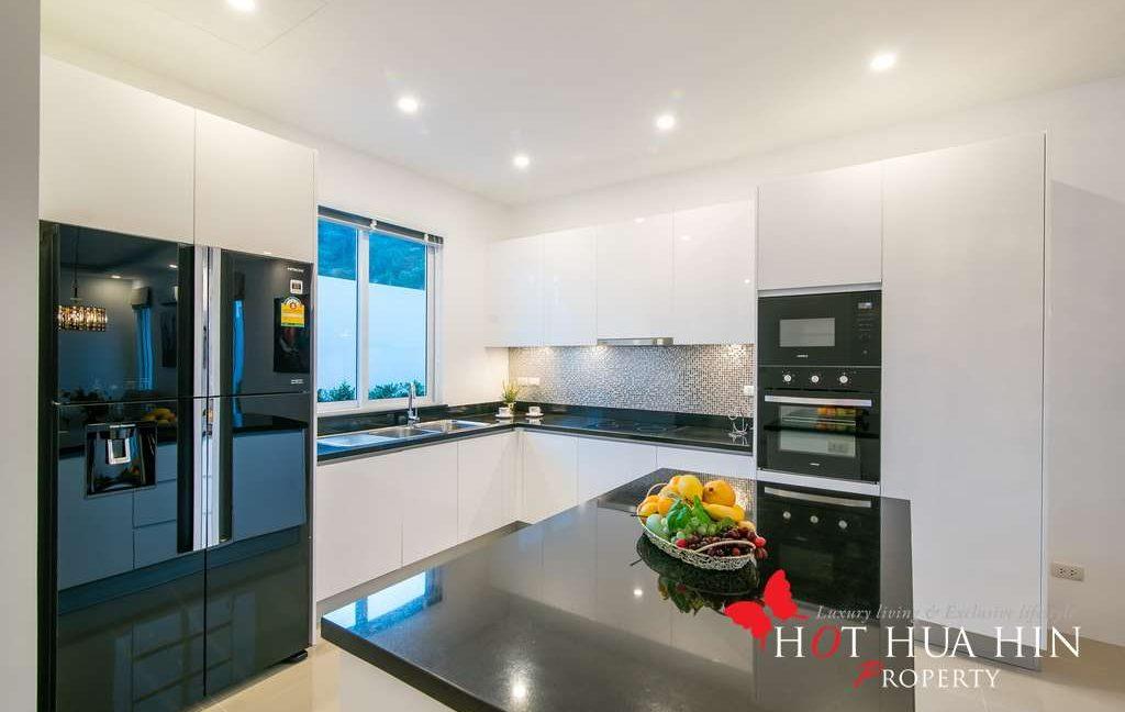 FH P310 Kitchen2