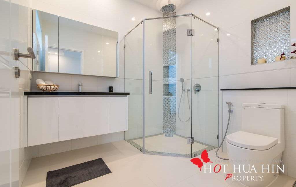 FH P310 Master bathroom