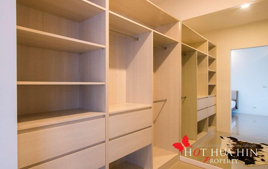 FH P310 walk in closet2