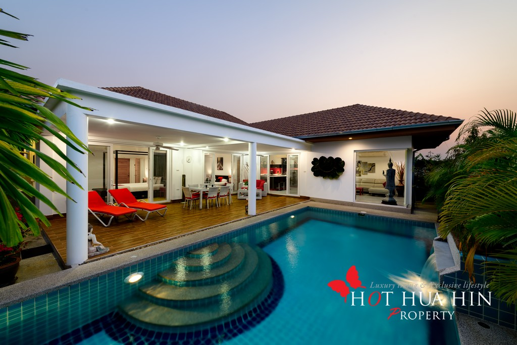 Contemporary Pool Villa Minutes From The Banyan Golf Course