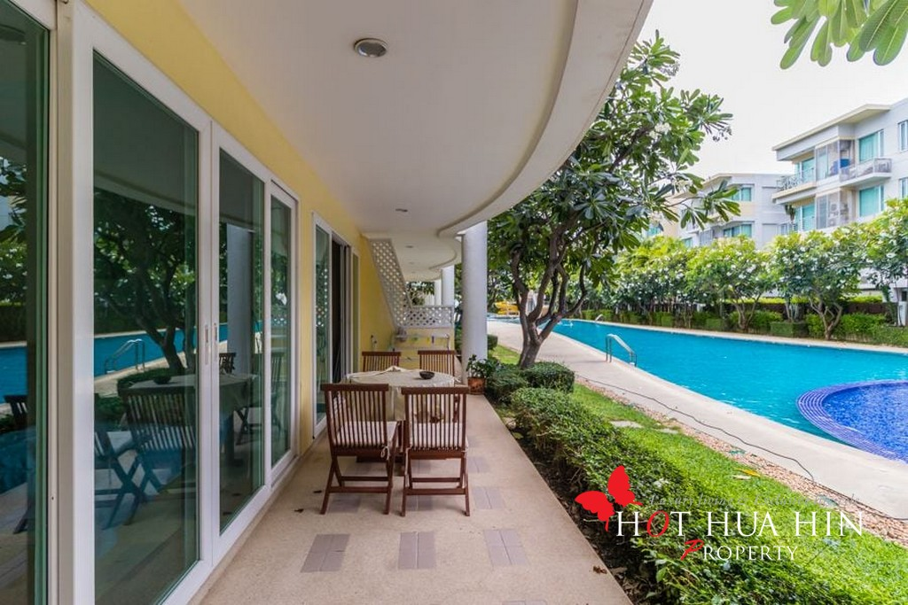 Spacious Two Bedroom Unit With Beachfront Communal Swimming Pool