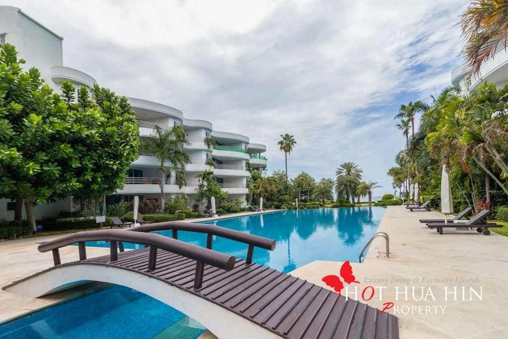 Large Two Bedroom Beachfront Unit In The Desirable Koh Takiab Area