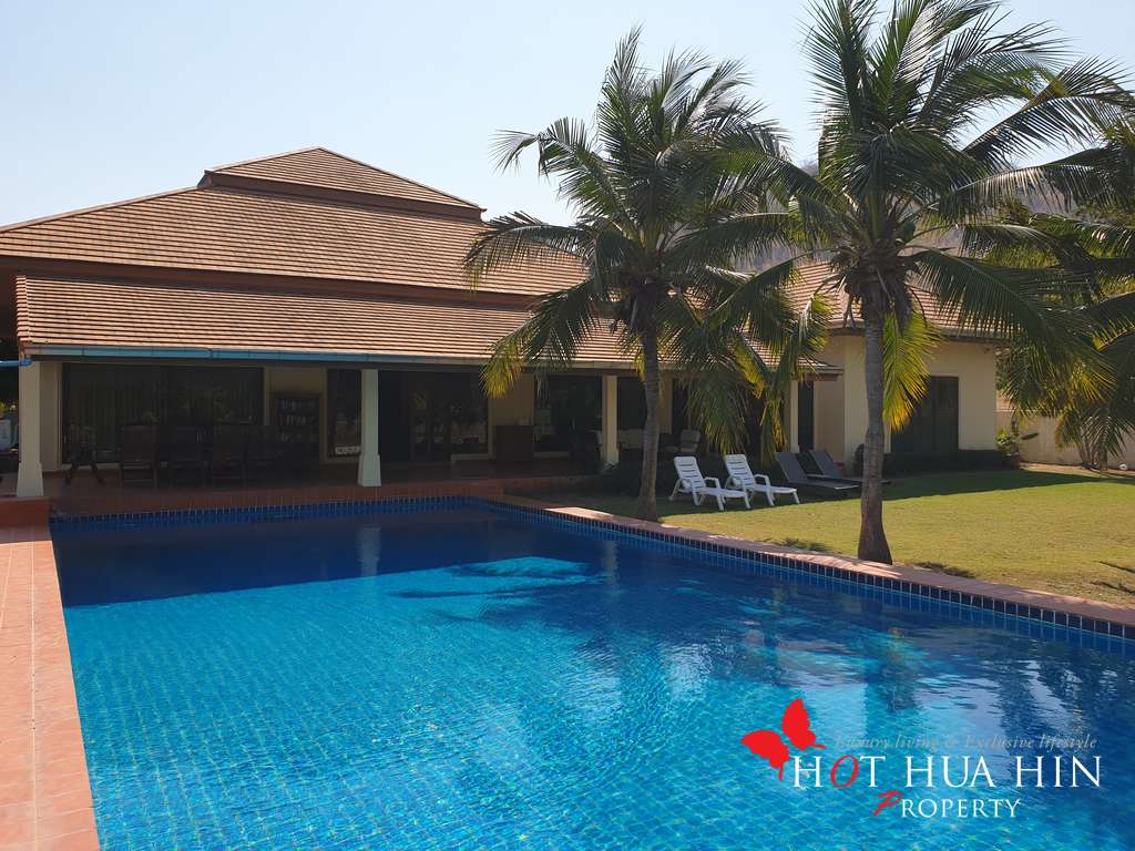 Large Entertaining Home On Golf Course With Memberships