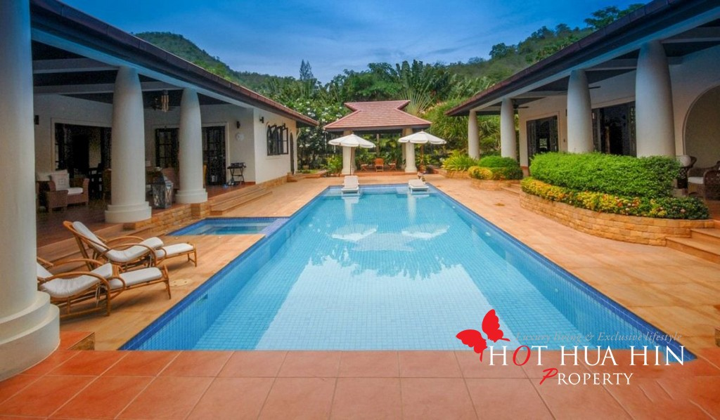Luxury Bali-Style 5 Bedroom With Pool