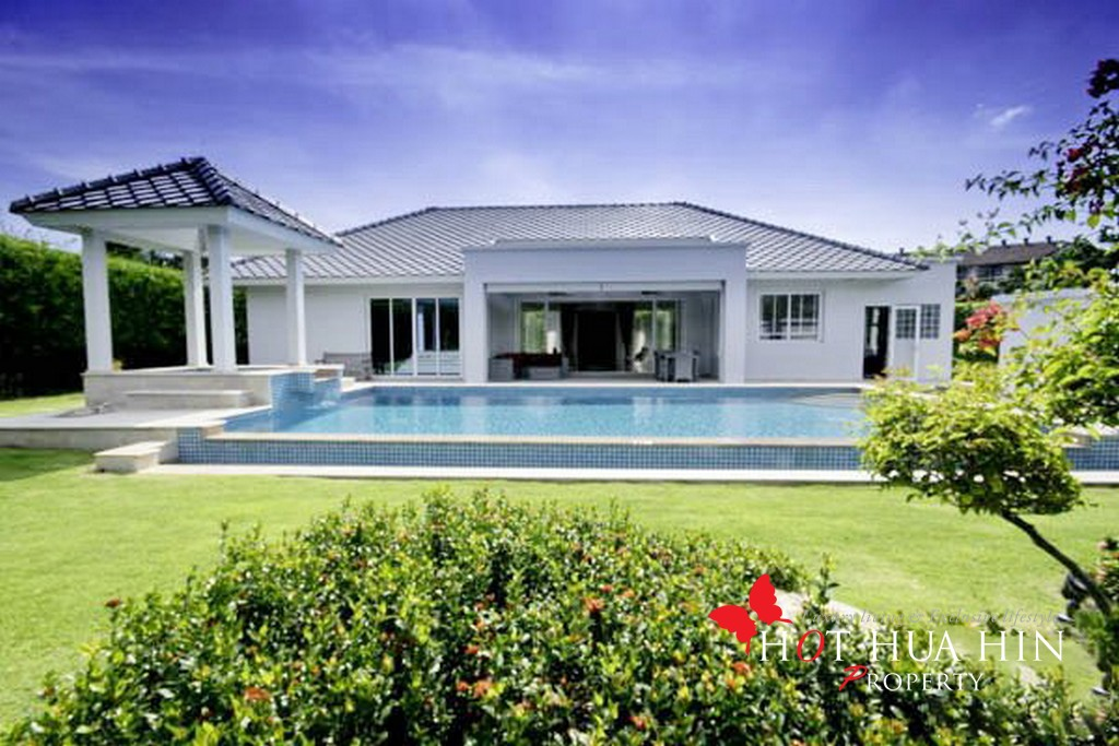 Three Bedroom House With Pool Minutes From Black Mountain Golf Course in Resort Development