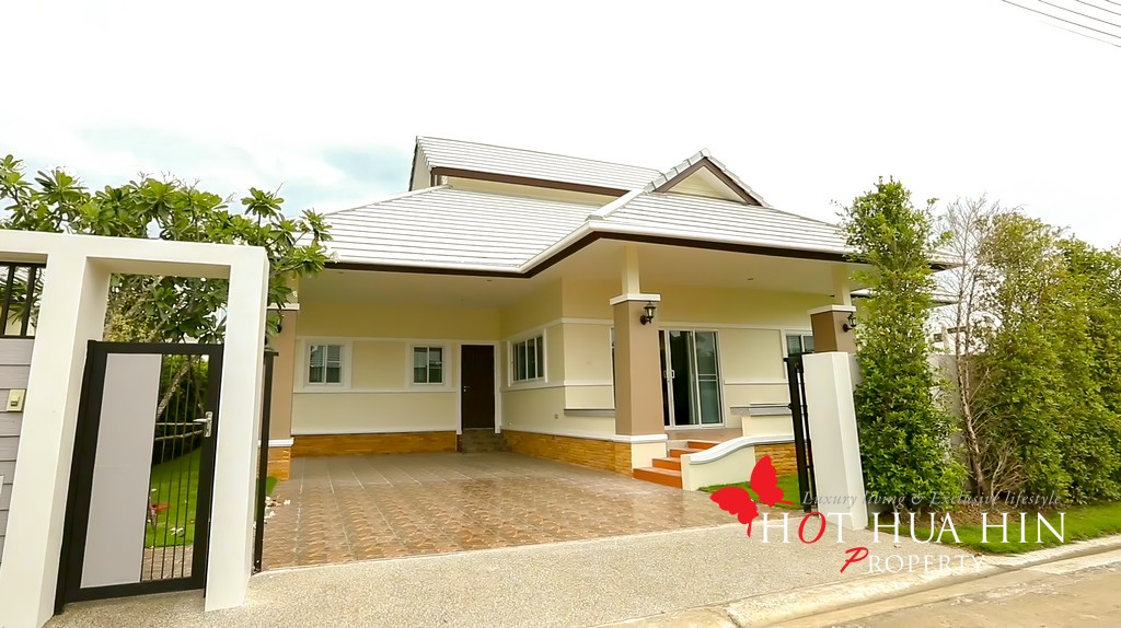 3 Bedroom & 3 Bathroom Home Minutes To Banyan Golf Course