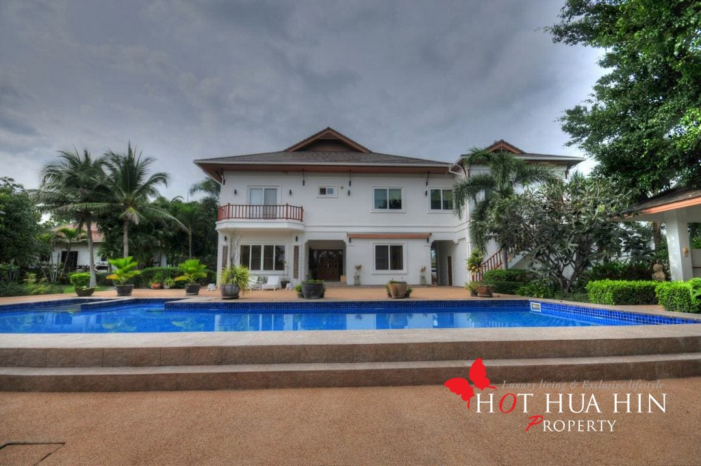 Five Bedroom With Pool, Quality Built Home