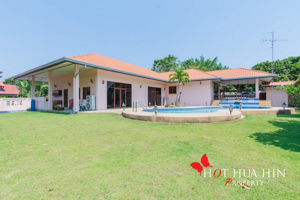 New Three Bed Pool Villa On A Large Plot
