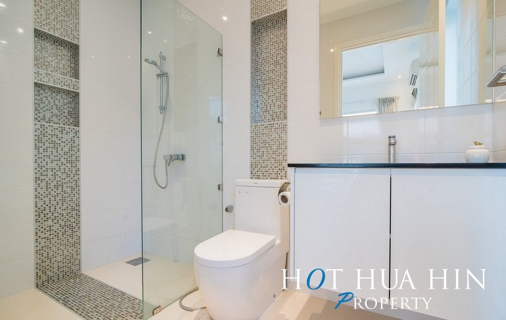 FH P107 Bathroom 2