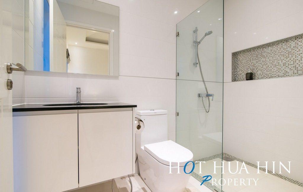FH P107 Bathroom 3