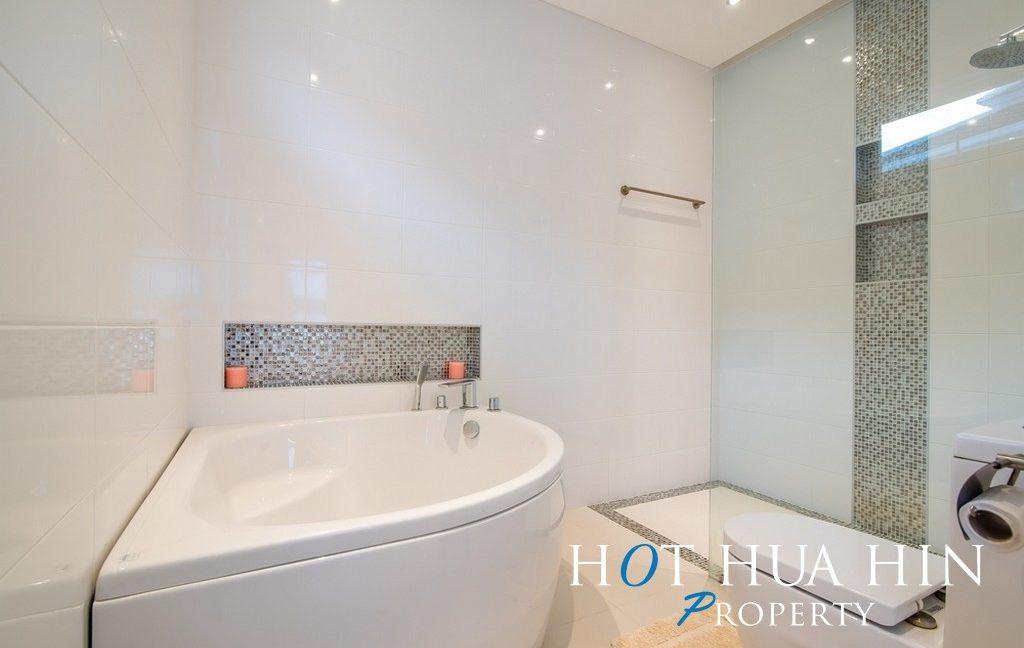 FH P107 Master bathroom 2
