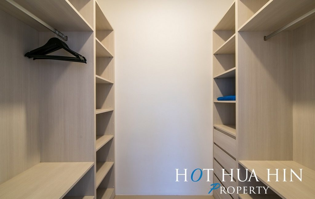 FH P107 Walk in closet master bedroom