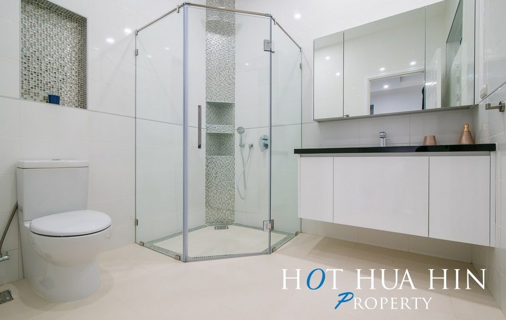 FH P414 Master bathroom
