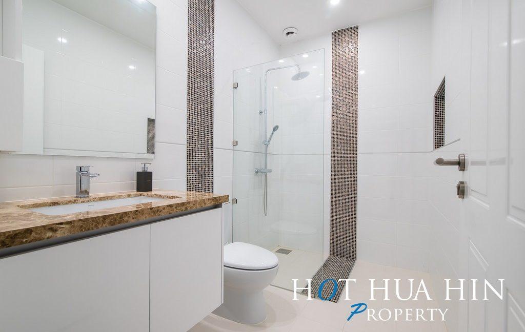FHT Upper Guest bathroom