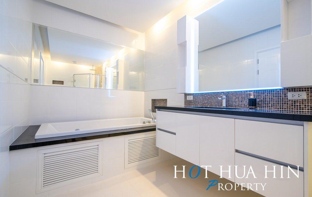 FHT Upper master bathroom